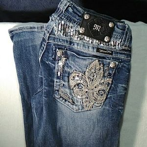 Miss Me Boot cut Sz 27, beautiful deco on back